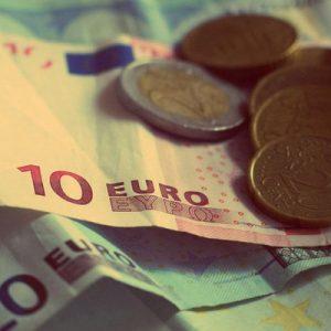 本当に人をダメにするのは、お金が「ある」ことより、お金が「ない」こと。